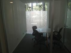 Pelicula esmerilada para vidrio | Diseño de interiores | Muebles sobre diseño | Remodelación de oficina Rio Sena.
