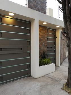 Fachada Moderna | remodelación integral | diseño de interiores |perspectiva derecha | remodelación S