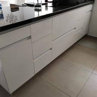 Barra - desayunador | Remodelación integral | diseño de interiores | Remodelación San Mateo.