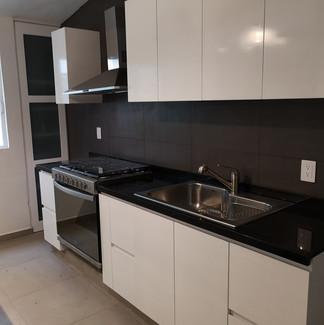 Cocina sobre diseño | Remodelación integral | diseño de interiores | Remodelación San Mateo.