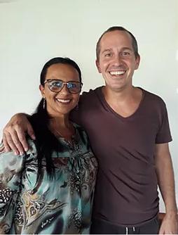 Terapeuta Márcia Cristina da Silva Oliveira com Juan Manuel Giordano - Canalizador e Sistematizador da Tameana, no  Portal 11:11- Human Vortex, Fortaleza, Brasil, 2018.