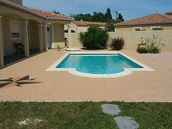 plage-piscine-resine-marbre-sete-900x675