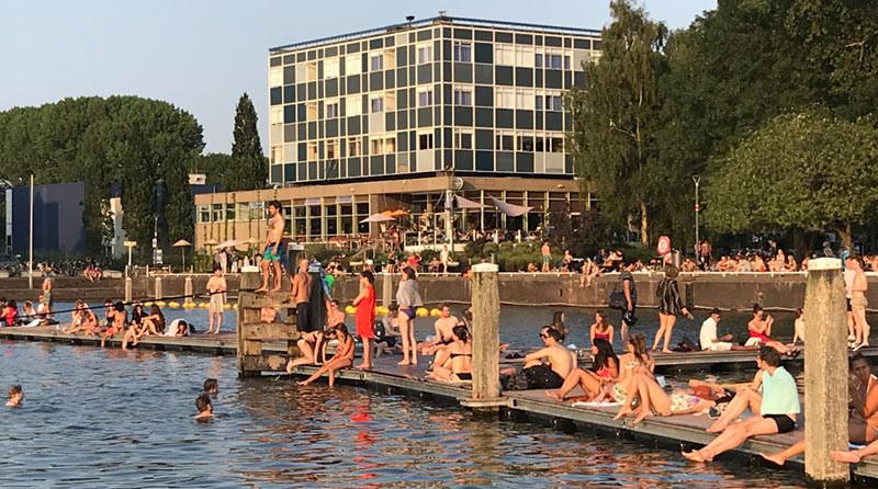 Het zwembassin op het Marineterrein Amsterdam Living Lab (MALL)