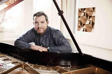 Gwilym_Simcock_at_his_piano_hires.v2.low