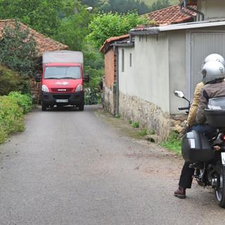 Narrow road France.jpg