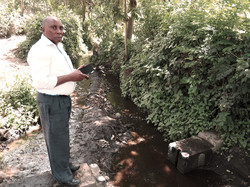 Tito Kitomari taking a discharge measurement with the smart phone discharge.ch app.