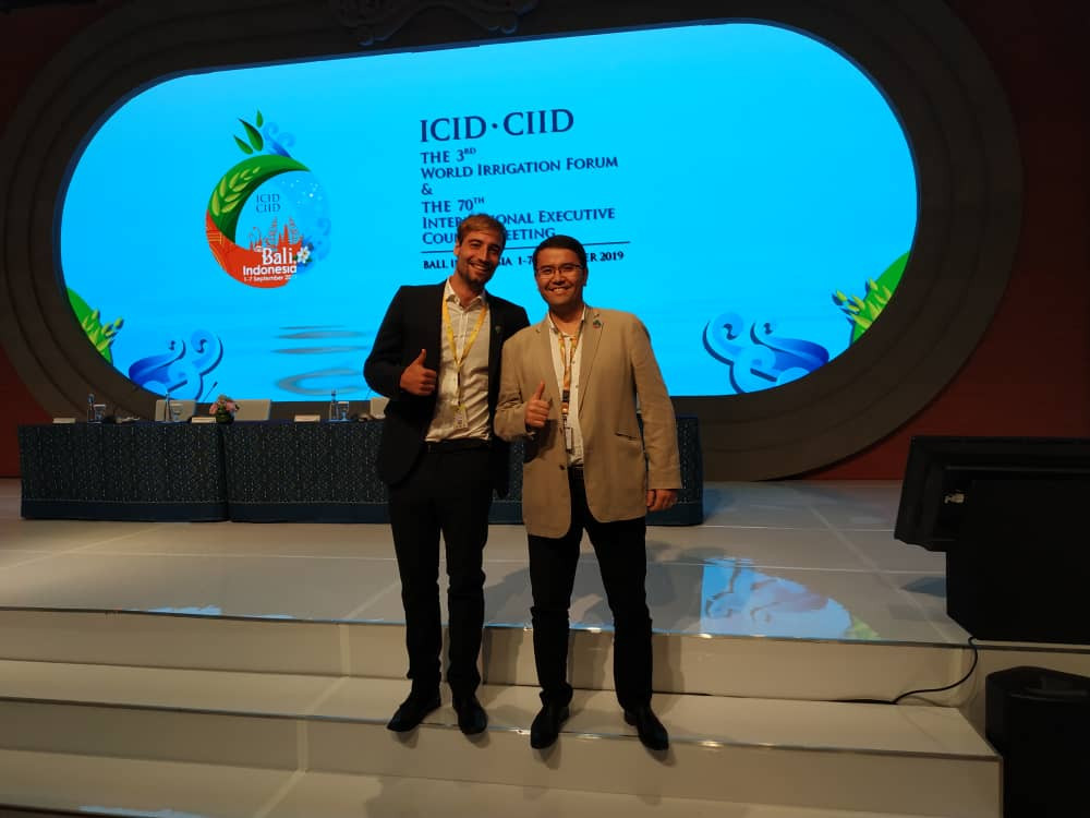 Robert Naudascher (hydrosolutions ltd.) and Oyture Anarbekov (IWMI Central Asia) at 3rd World Irrigation Forum.