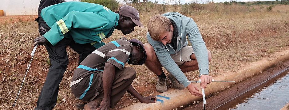 Taking a simple water depth measurement at Nhamandembe Scheme.