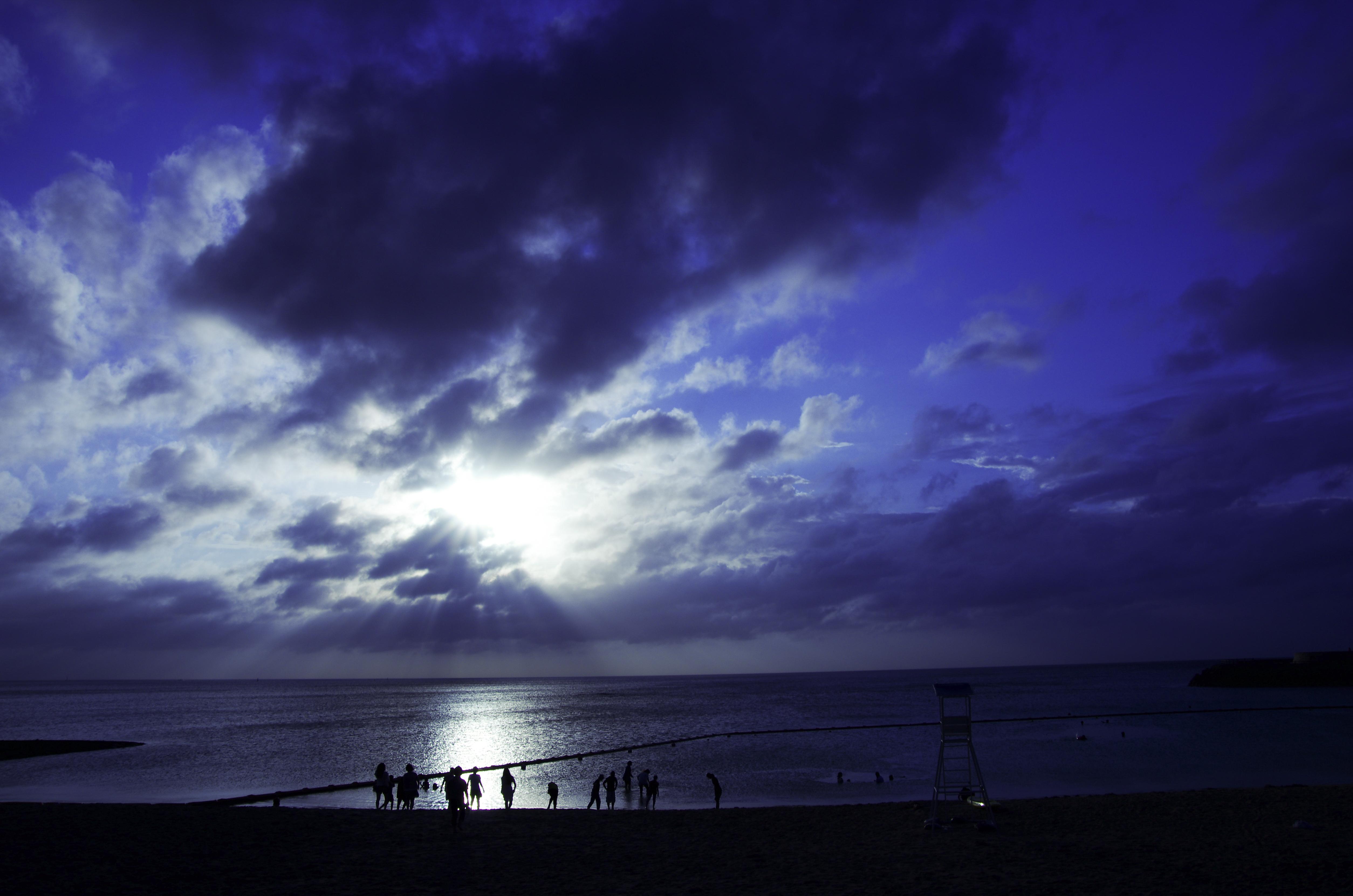 沖縄 海 雨上がり