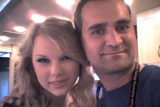 thenudo & Taylor Swift (on her tour bus)