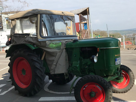 Ein Jahr im Amt: Neuer Traktor für das Donnerstagsteam