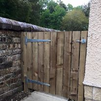 timber-fencing-security-gate