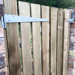 timber-fencing-side-access-gate