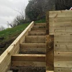 raised_bed_steps_steep_incline.jpg