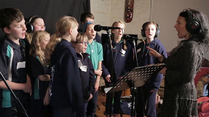 Merelyn leads the Kinglake PS choir