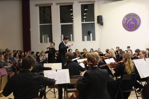 Denner Tiene Kenupp Bastos un solists Andrejs Jegorovs(vijole)