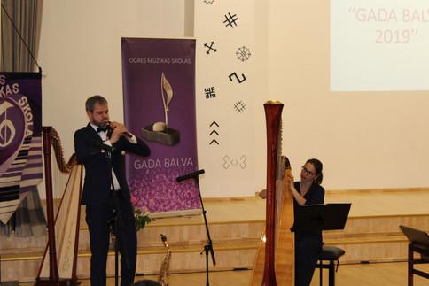 Pasākumu atklāja Ieva un Ainars Šablovski ar ļoti skaistu, muzikālu priekšnesumu.