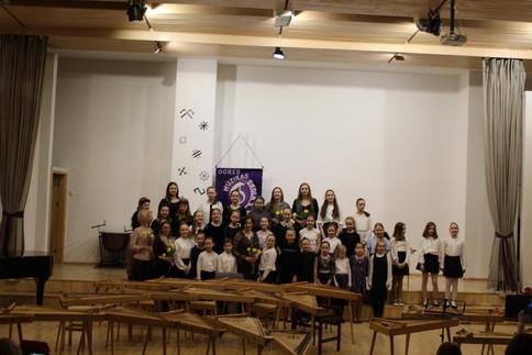2019.gada 28.martā Ogres Mūzikas skolā viesojās un kopā ar mūsu skolas Kokles klases audzēkņiem (sk. Dace Bleikša un Dace Priedīte) muzicēja Pāvula Jurjāna mūzikas skolas Kokles klases audzēkņi ( skolotājas Ieva Mežgaile un Anda Zaborovska).