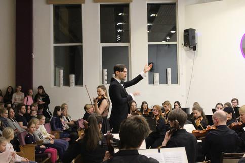 Konstantīns Petrenko un soliste Ilze Tomaševska(vijole)
