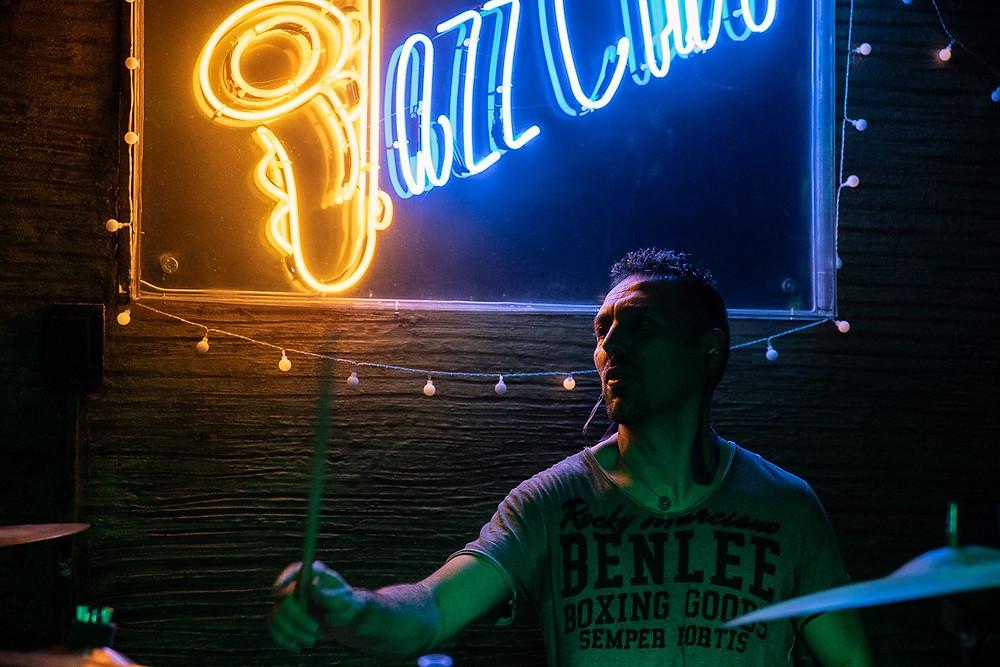 Marco Confetti in uno scatto durante il concerto di ieri sera