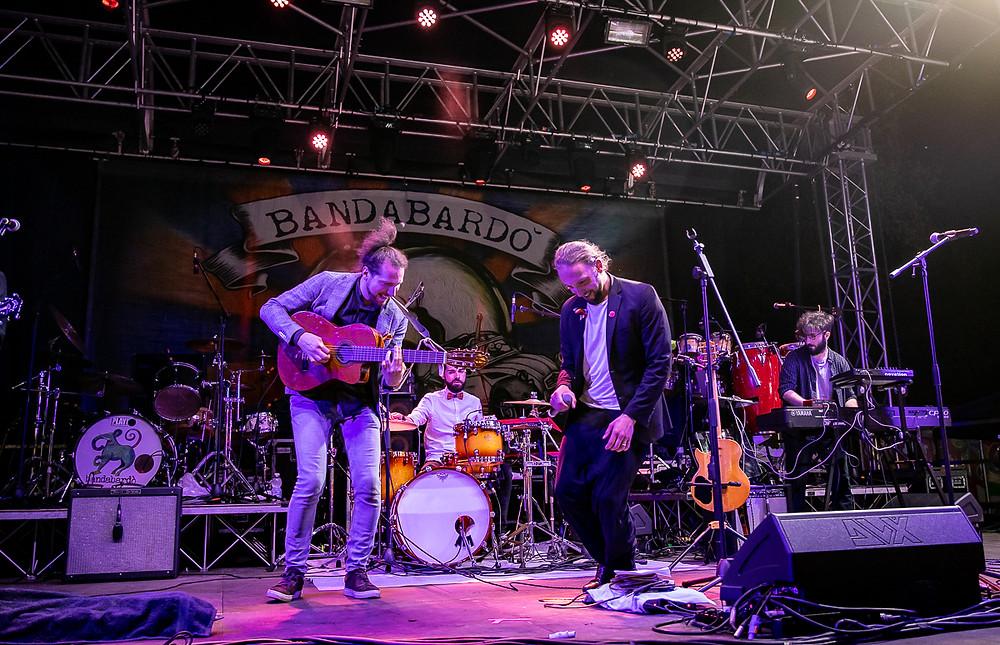 La band Fantasia Pura Italiana sul palco di Prato a Tutta Birra