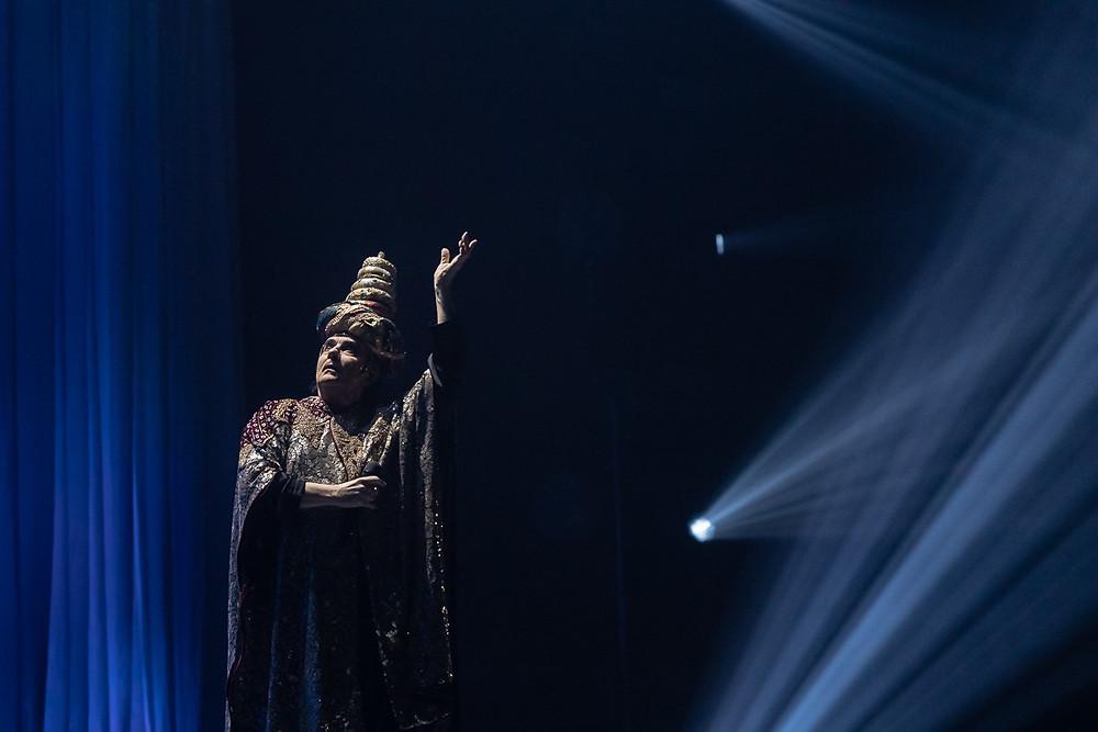 Renato Zero in una fotografia di Giulia Ghinassi durante il concerto di ieri sera