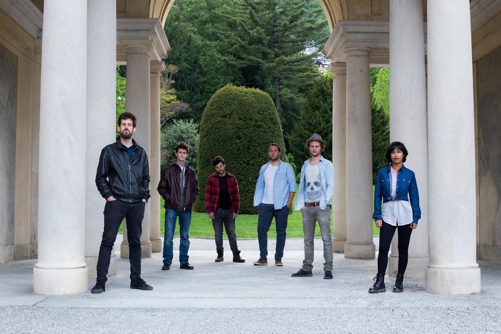 La formazione degli Out of the Edge, da sinistra a destra: Carlo Testoni (basso) Matteo Pelli (chitarra solista) Manuel Capitanio (chitarra) Luca Stasi (batteria) Tommaso Severgnini (voce) Mimì Fitzgerald (voce)