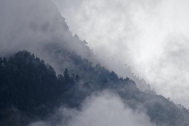 Misty-Mountain-fog-clouds.jpg