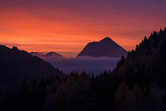 Red-Mountain-Sunrise-Casera-Ramaz.jpg
