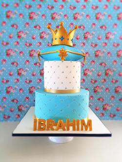 King theme first birthay cake