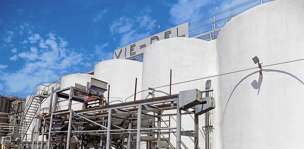 VieDel-Tanks-sign.jpg