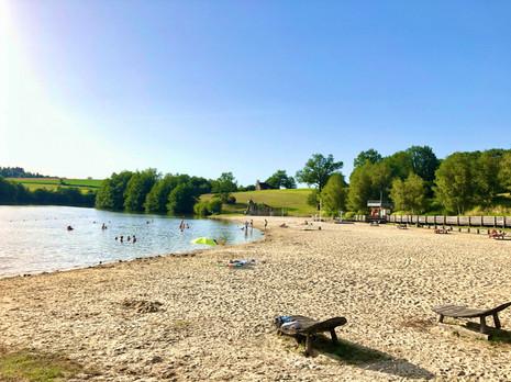 Petite plage au Lac de Rouffiac