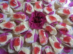 Canapés à la rose  www.vivherbes.com