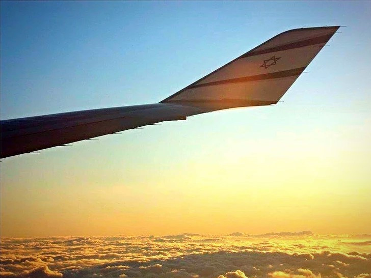 747 flying home