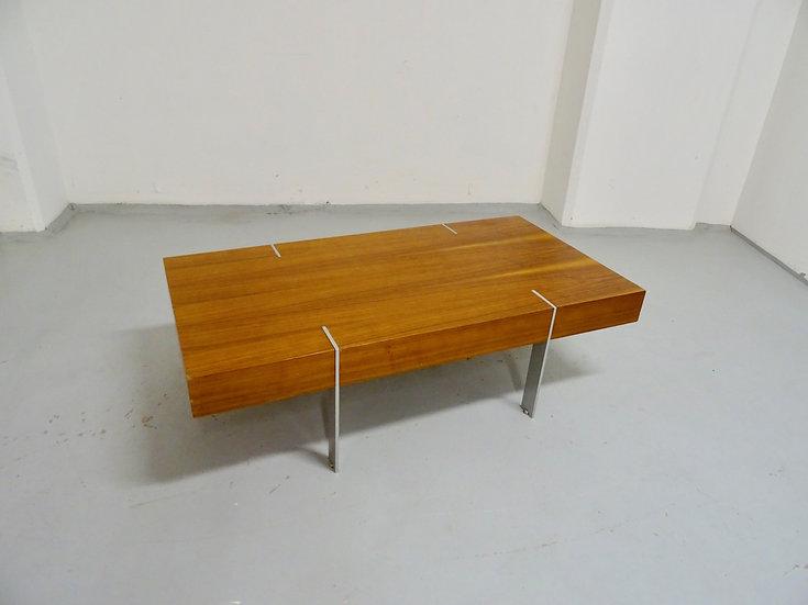 Table moderniste en noyer suédoise