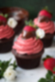 chocolate-covered-strawberry-cupcakes-3.