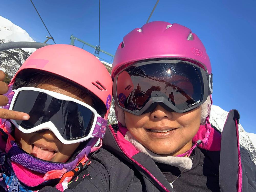 Zazi Landman with her mom in thee skilift, in El Tarter - Grandvalira, Andorra. February 2020