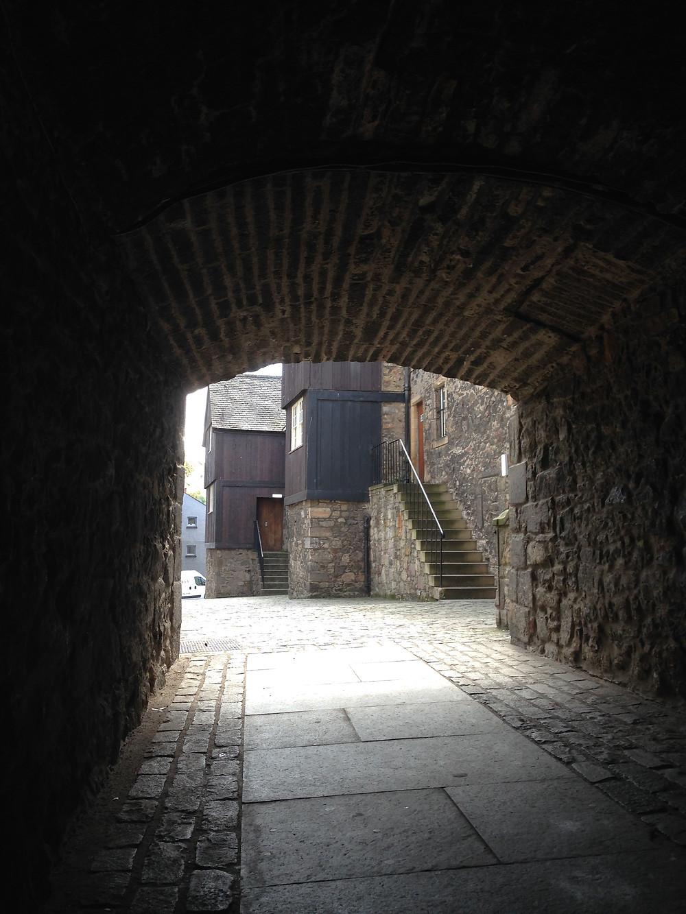 lieu de tournage de Outlander dans un des closes d' Edimbourg