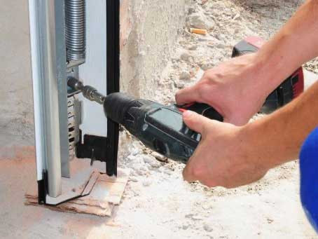 Garage Door Repair and Replacement: When You Need Which