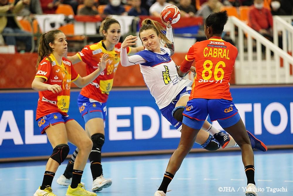 Anna Vyakhireva playing against Spain
