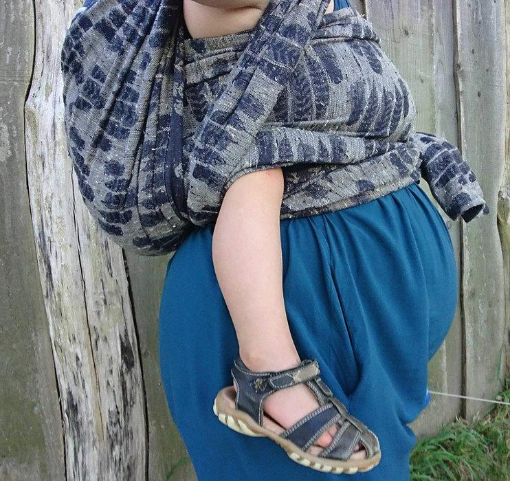 barn i vikle på gravid kvinde