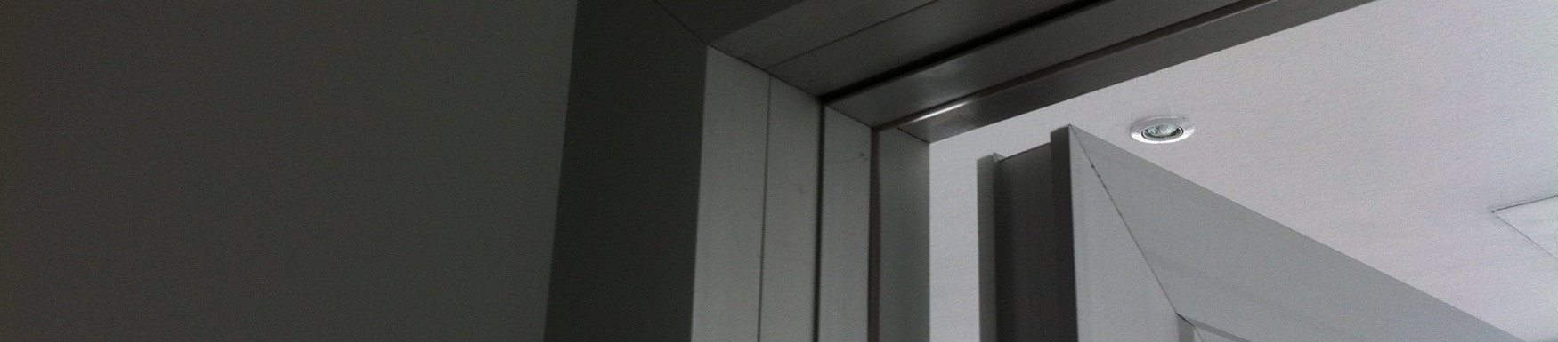 Телескопическая алюминиевая дверная коро