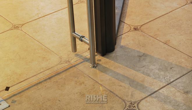 Дверная ручка штанга с интегрированным замком для дверей из цельного стекла
