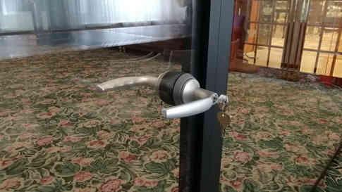 Стеклянная Дверь d74 в слим раме