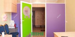 Двойная дверь с логотипом