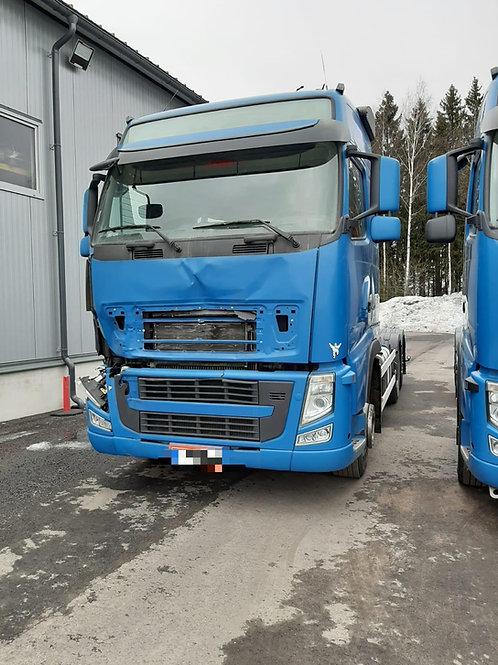 Damage Volvo FH13, 2012, I-shift, 815.000km, steel/air, drivable