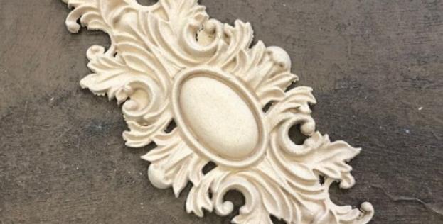 Woodubend-floral pediment wub2111
