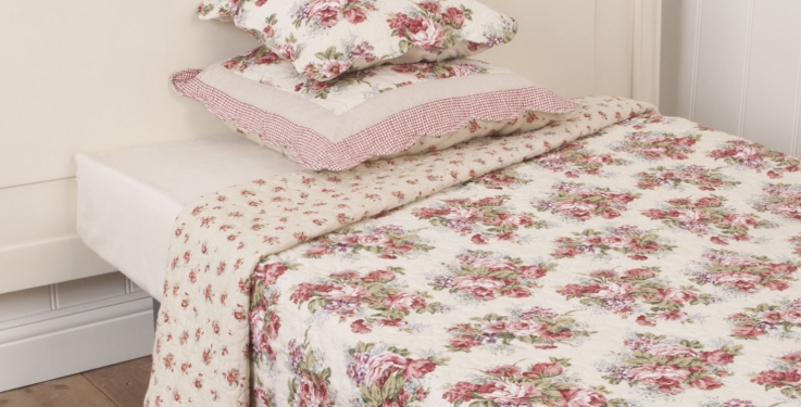 Quilt -Duvet- Bettüberwurf. Blumen- flowers