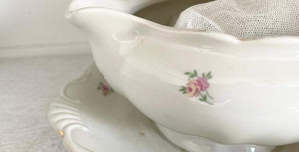 Sauciere -kleine Blumen