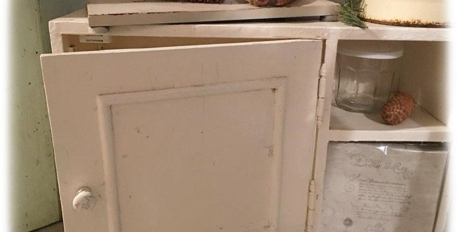 Weisses Schränkchen -white little furniture